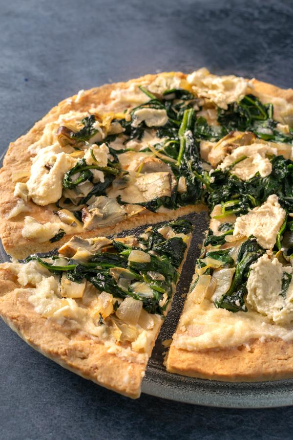Pizza paleolitica, pizza chetogenica, pizza vegana immagine